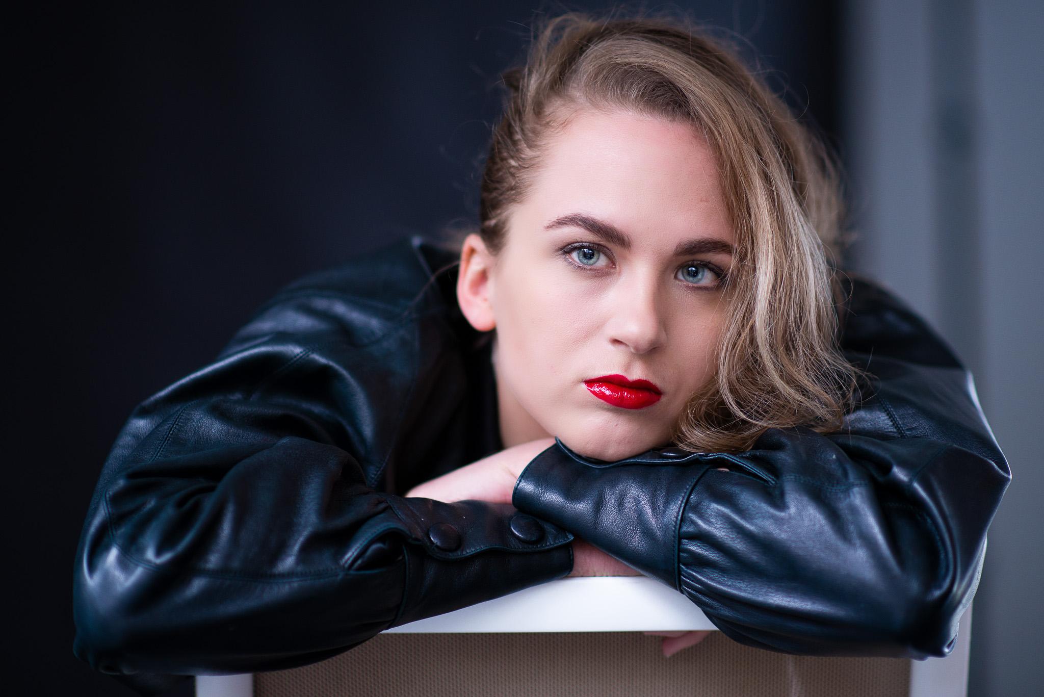 Sara - Portrait Studio